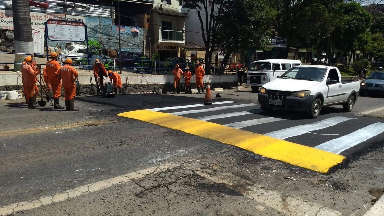 DNIT implanta faixas elevadas e quebra-molas na BR-262 em Manhuaçu